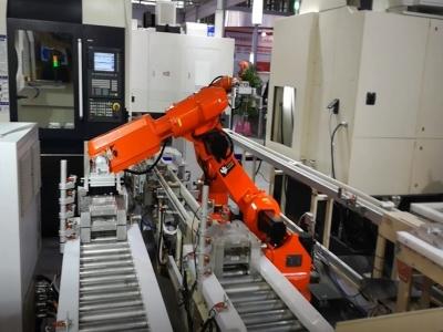 CNC攻钻机、攻铣机自动上下料机器人生产线